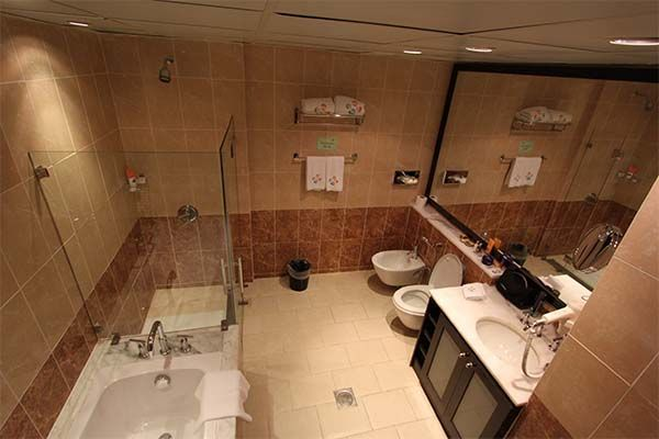 Qué muebles y artículos debo tener en el baño para mantener el orden