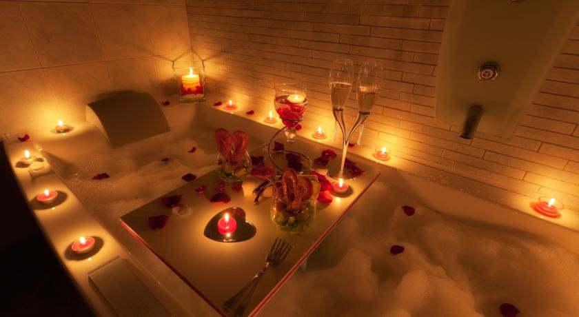 decorar baño para el dia de los enamorados