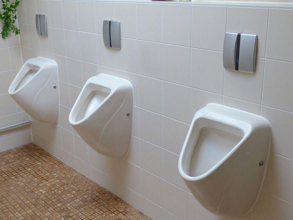 Baños públicos: cómo equiparlos adecuadamente